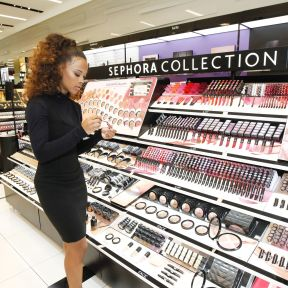 inside_sephora_makeup_wall_with_Serayah.0